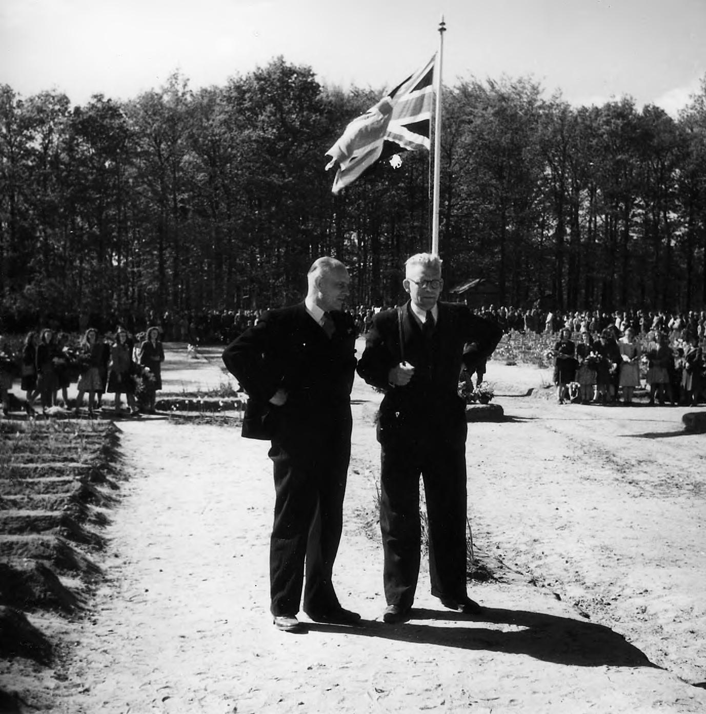 Airborneherdenking op de militaire begraafplaats te Oosterbeek.