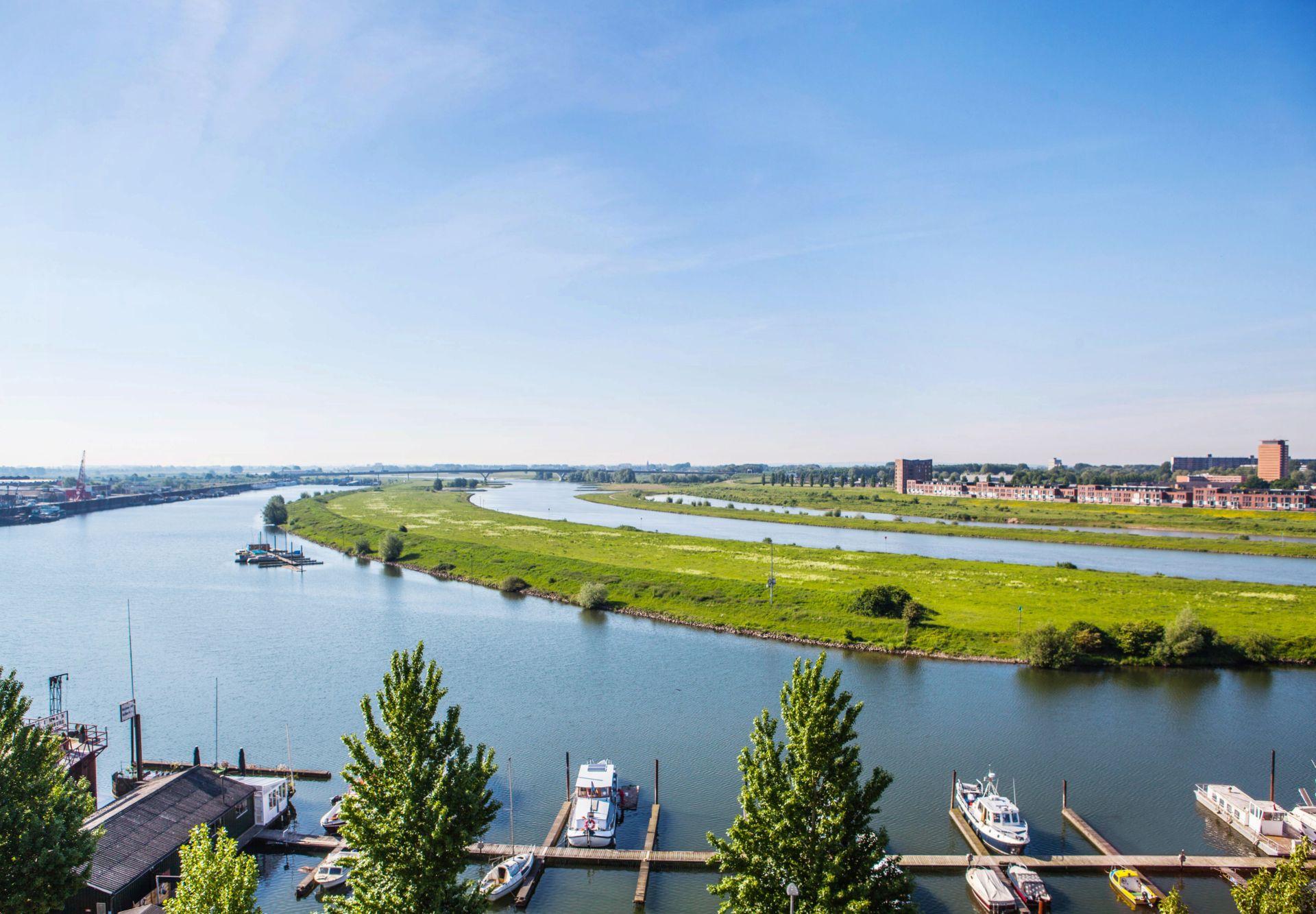 Uitzicht op de Rijn vanuit het archiefgebouw