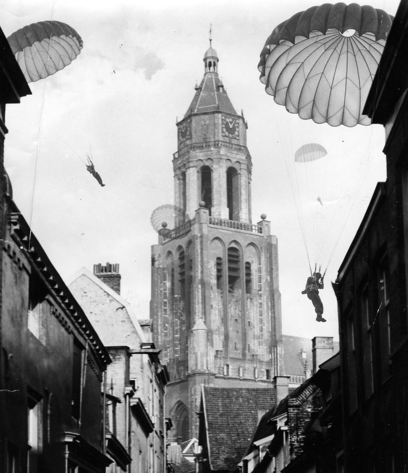 Parachutisten bij de Eusebiuskerk, 1944